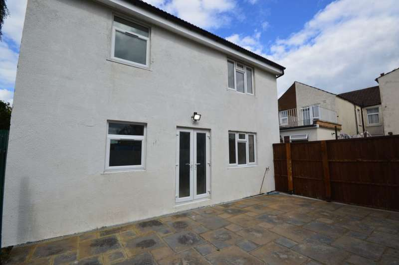 2 Bedrooms Flat for sale in Ingram Road, Gillingham, ME7