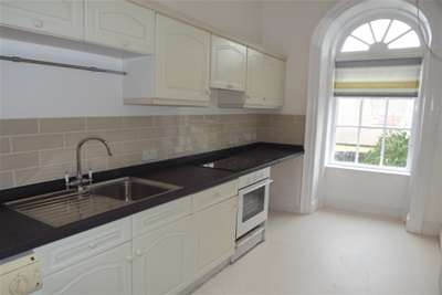 2 Bedrooms Flat for rent in York House, Richmond Terrace