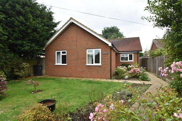3 Bedrooms Bungalow for sale in The Hideaway, Lancaster Avenue, Capel-Le-Ferne, Folkestone