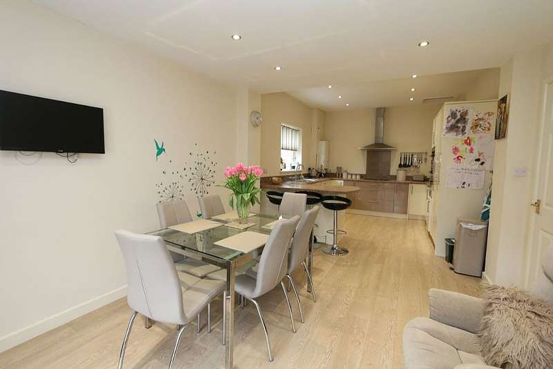 4 Bedrooms Detached Bungalow for sale in William Street, Brynna, Pontyclun, Rhondda, Cynon, Taff, CF72 9QJ