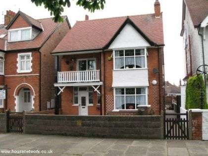4 Bedrooms Detached House for sale in 17, Scarbrough Avenue, Skegness, Lincolnshire, PE25 2SZ