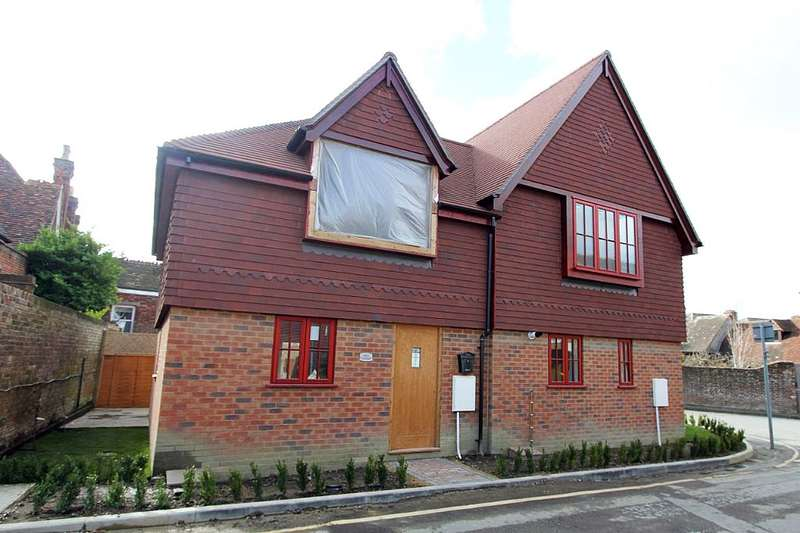 2 Bedrooms Semi Detached House for sale in High Street, Hawkhurst, Cranbrook, Kent, TN18 4AQ