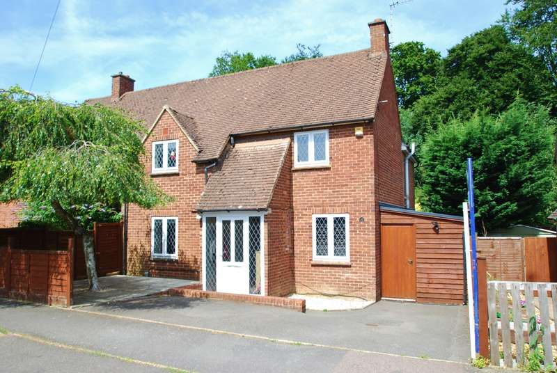 4 Bedrooms Semi Detached House for sale in Roundwood Road, Amersham, HP6