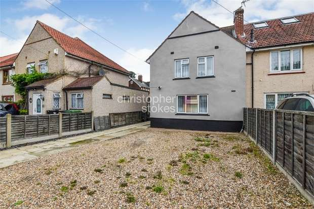 3 Bedrooms Semi Detached House for sale in Ripley Way, Cheshunt, Hertfordshire