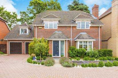 4 Bedrooms Detached House for sale in Manor Close, Brampton, Huntingdon, Cambs