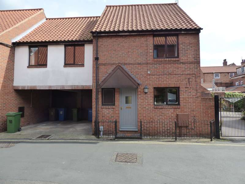 3 Bedrooms Semi Detached House for sale in Dog & Duck Lane, Beverley, HU17 8BJ