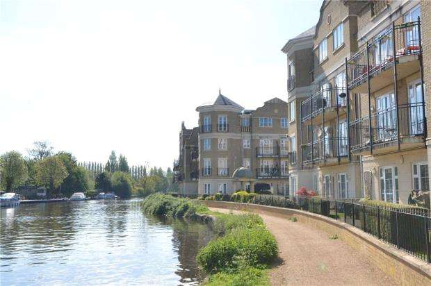 3 Bedrooms Apartment Flat for sale in Regents Riverside, Brigham Road, Reading
