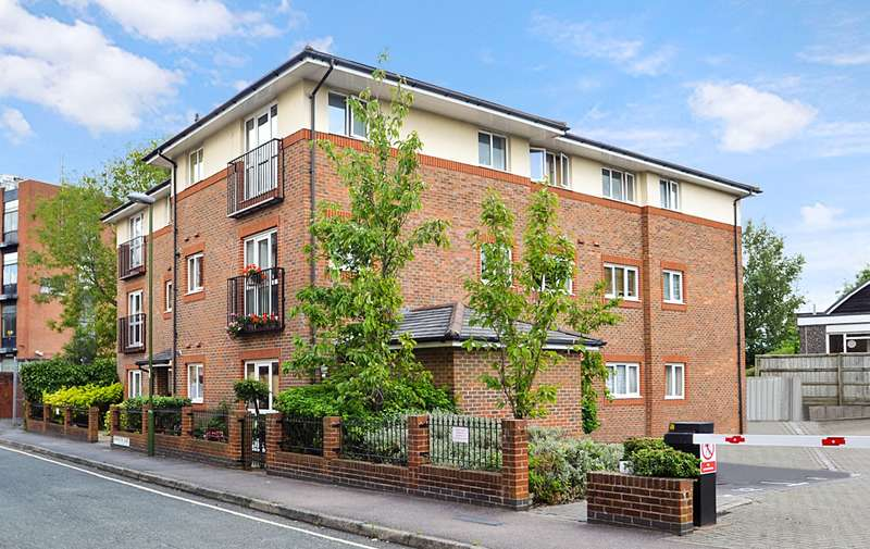 2 Bedrooms Flat for sale in Barrington Court, Chichester Terrace, Horsham, West Sussex, RH12