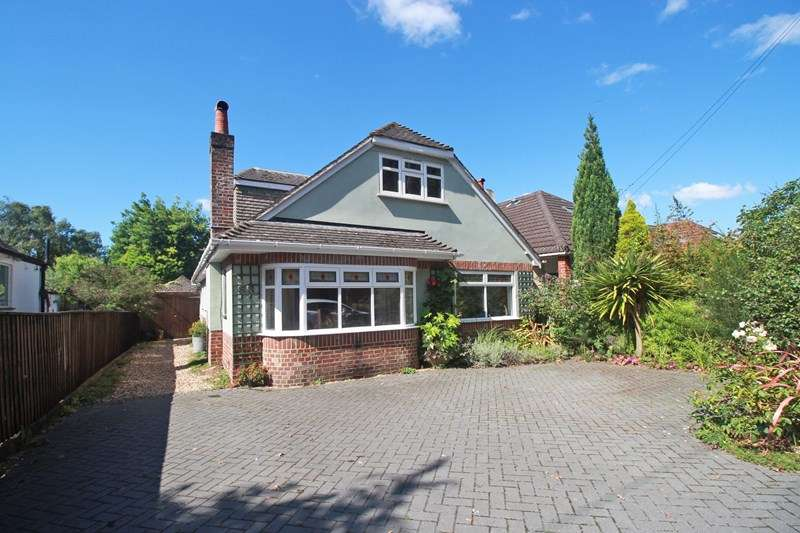 4 Bedrooms Detached Bungalow for sale in Hurn Road, Christchurch