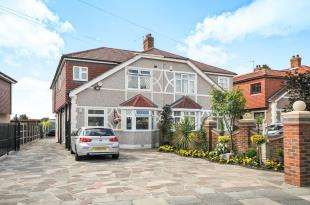 4 Bedrooms Semi Detached House for sale in Elmcroft Avenue, Sidcup, Kent, .