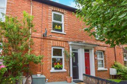 2 Bedrooms Terraced House for sale in Beaconsfield Place, Newport Pagnell, Milton Keynes, Buckinghamshire