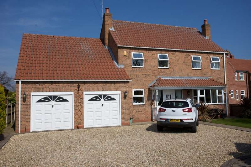 4 Bedrooms Detached House for sale in Mayfield, Moss Road, Moss, Doncaster, South Yorkshire, DN6