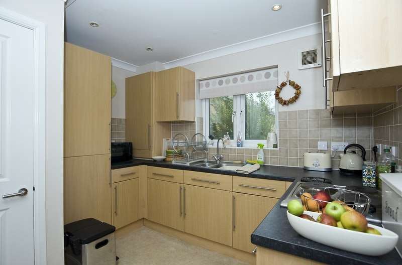 2 Bedrooms Flat for sale in Queens Close, Sudbury, Suffolk, CO10