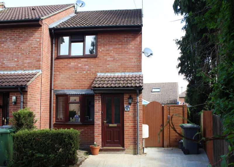 2 Bedrooms Property for sale in Nutley Close, Bordon