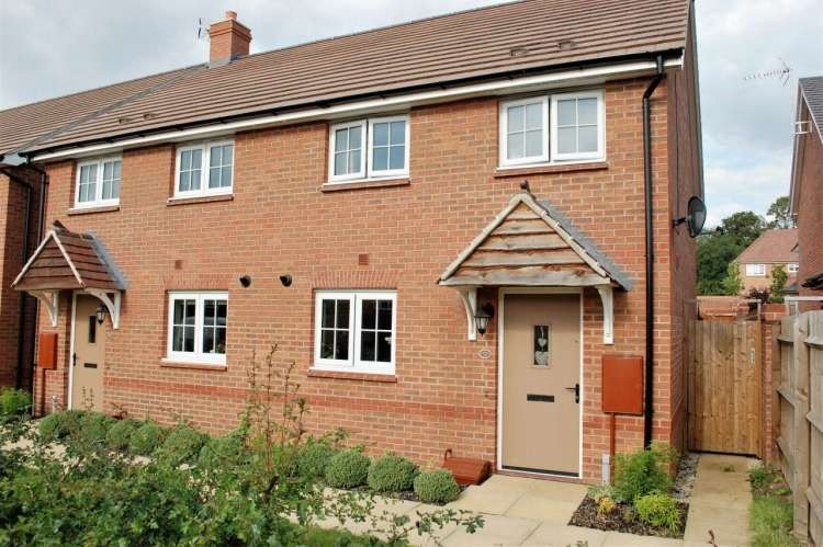 2 Bedrooms Semi Detached House for sale in Wakefield Way, Alcester