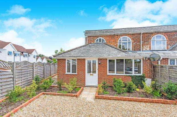 2 Bedrooms Semi Detached House for sale in Farnham, Hampshire, Main Rd