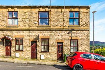 2 Bedrooms Terraced House for sale in Carrhill Road, Mossley, Greater Manchester