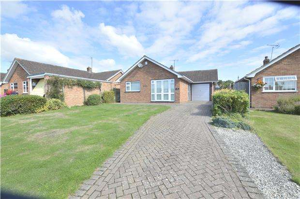 2 Bedrooms Detached Bungalow for sale in Twyning, TEWKESBURY, Gloucestershire, GL20 6DT