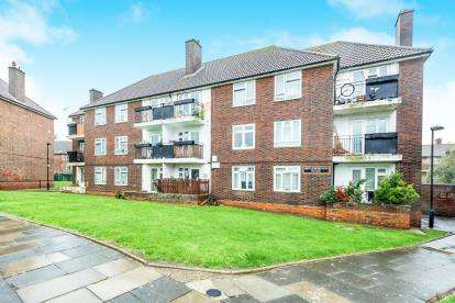 1 Bedroom Flat for sale in Kingsbridge Circus, Harold Hill, Romford