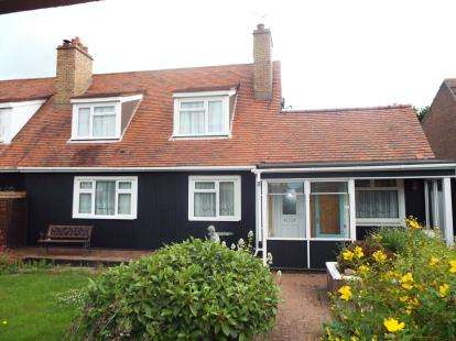 3 Bedrooms Semi Detached House for sale in Colchester Road, Wix, Manningtree