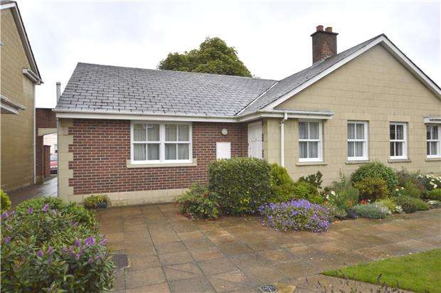 2 Bedrooms Semi Detached Bungalow for sale in Suffolk Mews, Suffolk Square, CHELTENHAM, Gloucestershire, GL50 2DZ