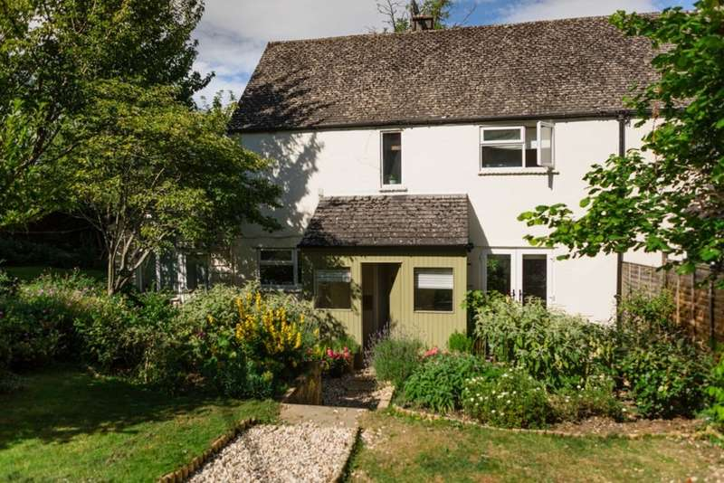 3 Bedrooms Semi Detached House for sale in North Woodchester