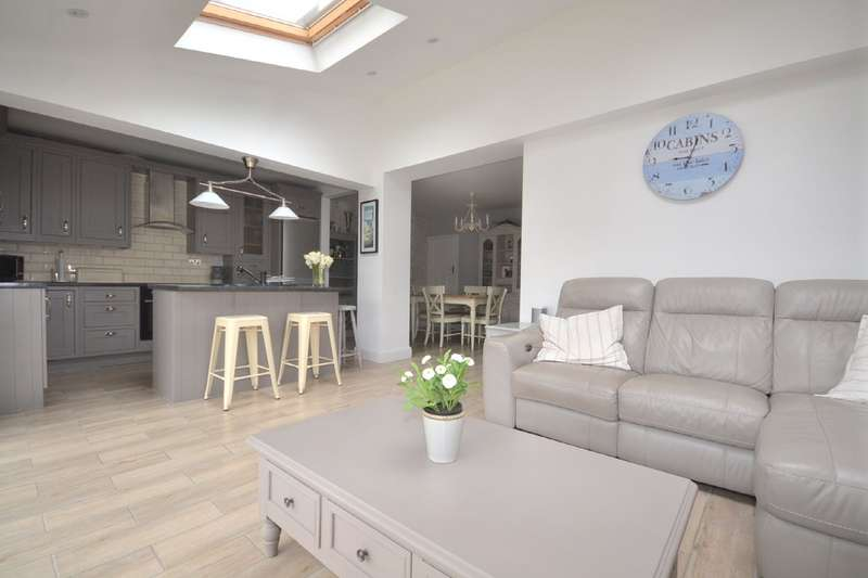 4 Bedrooms Semi Detached House for sale in Horseshoe Lane, Watford