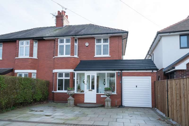 3 Bedrooms Semi Detached House for sale in Stockswell Road, Widnes, Cheshire, WA8