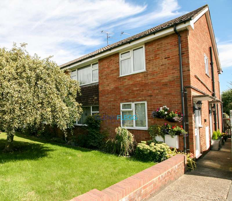 2 Bedrooms Maisonette Flat for sale in Hitcham Road, Taplow - New Extended 99 Year Lease -