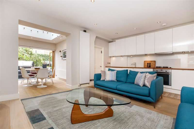 2 Bedrooms Flat for sale in Lady Margaret Road, London