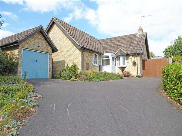 2 Bedrooms Detached Bungalow for sale in Birkdale Court, Fornham St. Martin, BURY ST. EDMUNDS IP28 6XF