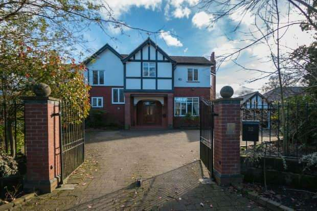 4 Bedrooms Semi Detached House for sale in Harrop Road, Hale