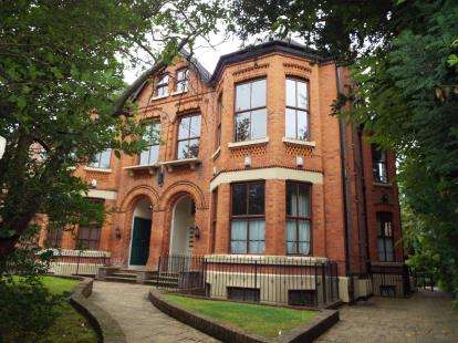 2 Bedrooms Flat for sale in Wessex Lodge, 15 The Beeches, Manchester, Greater Manchester