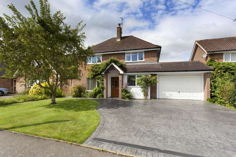 4 Bedrooms Detached House for sale in Smithbarn, Horsham