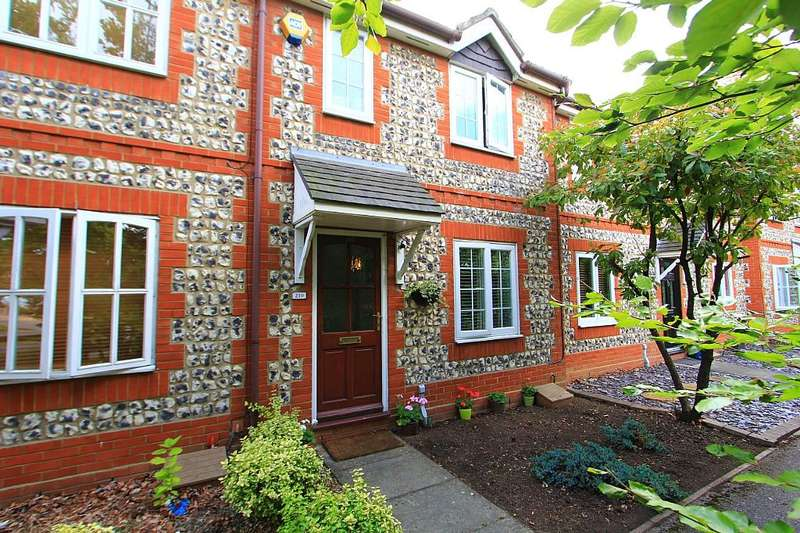 3 Bedrooms Terraced House for sale in Gilbert Road, Chafford Hundred, Chafford Hundred, Essex, RM16 6NW