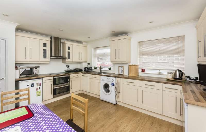 2 Bedrooms Semi Detached House for sale in Wheatacre Drive, Lowestoft, Suffolk, NR32