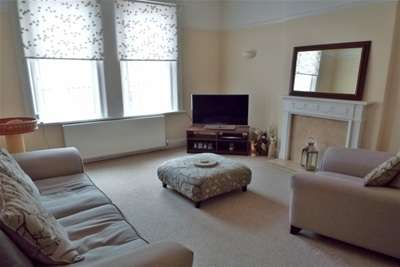 2 Bedrooms Flat for rent in Dunraven Road, West Kirby