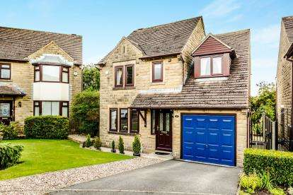 3 Bedrooms Detached House for sale in Pembroke Court, Crosland Hill, Huddersfield, West Yorkshire