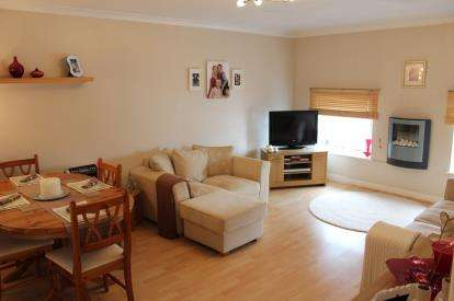 2 Bedrooms Flat for sale in Market Place, Brackley, Northamptonshire
