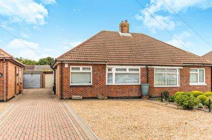 2 Bedrooms Bungalow for sale in Fareham, Hampshire, Aa