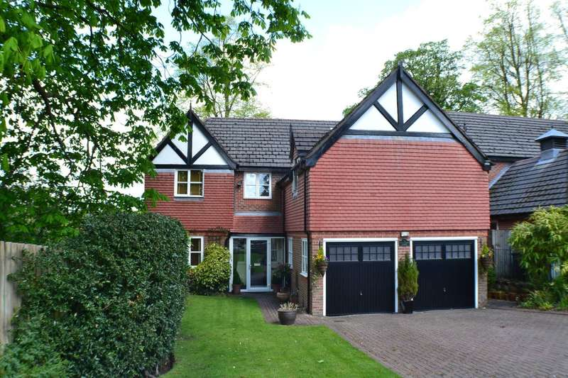 5 Bedrooms Detached House for sale in Kershaw Grove, Macclesfield