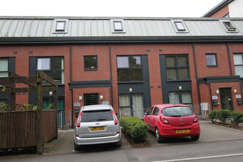 2 Bedrooms Maisonette Flat for sale in Cambria House, Rodney Road, Newport