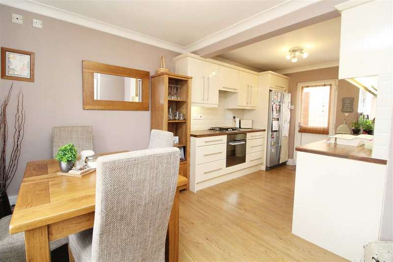 3 Bedrooms Terraced House for sale in Finchingfield Way, Colchester