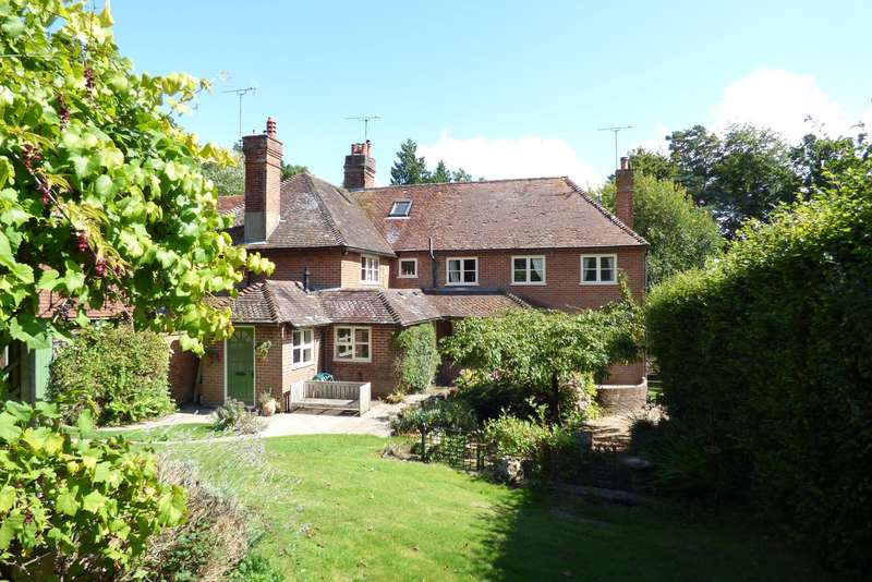 5 Bedrooms Terraced House for sale in The Common, Carron Lane, Midhurst, GU29