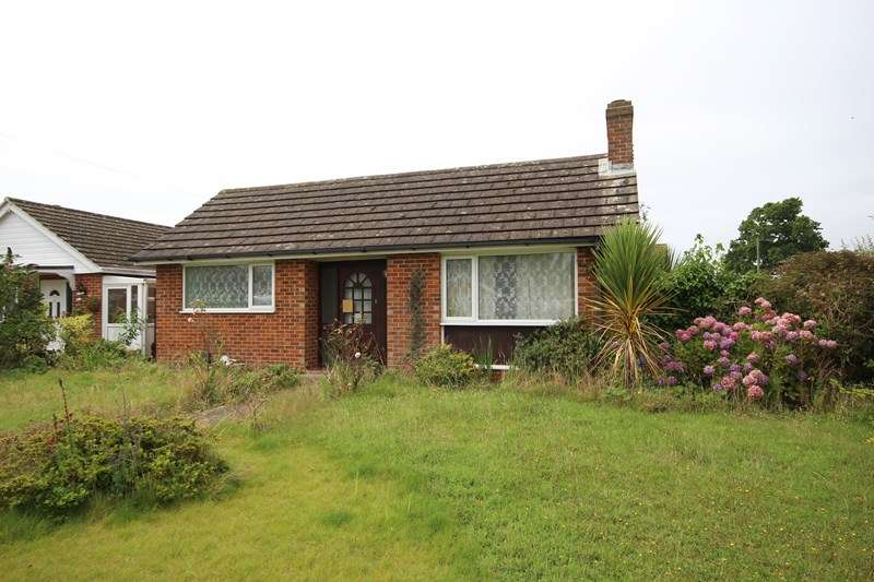 3 Bedrooms Bungalow for sale in Firtree Crescent, Hordle, Lymington