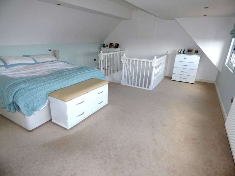 5 Bedrooms Detached House for sale in Reedsdale Close, Redcar