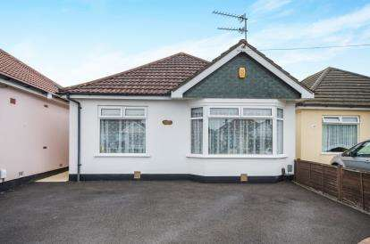 3 Bedrooms Bungalow for sale in Wallisdown, Bournemouth, Dorset
