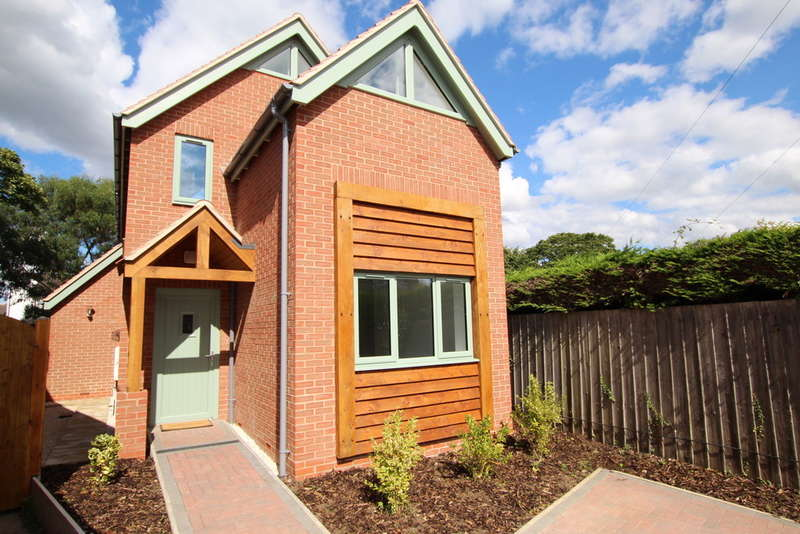 3 Bedrooms Detached House for sale in School Street, Dunchurch, Rugby