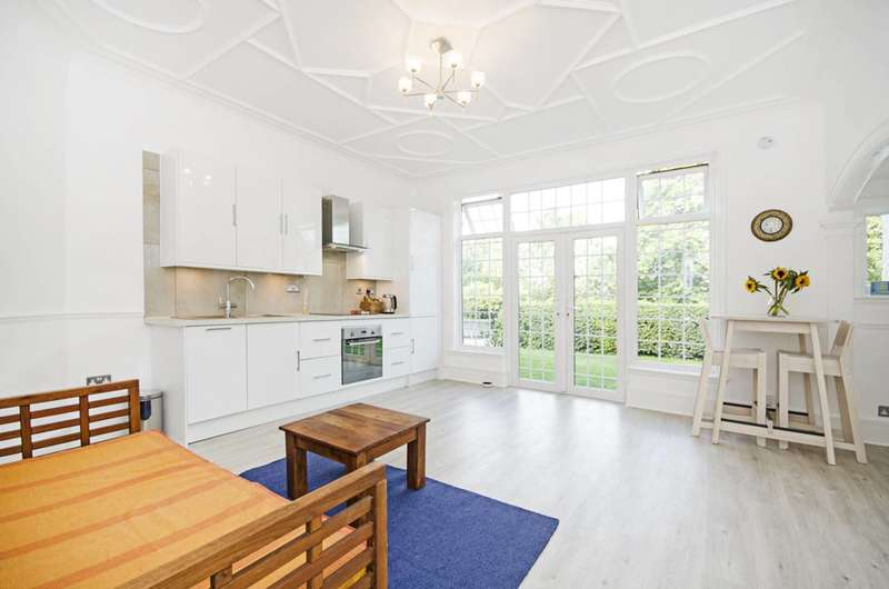 2 Bedrooms Flat for sale in Station Road, Hendon, NW4