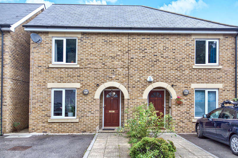 3 Bedrooms Semi Detached House for sale in Quinnell Close, Plumstead , London, SE18